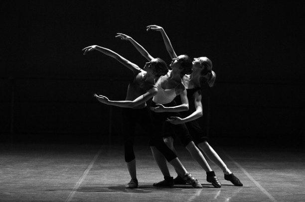 英語でダンスはdance
