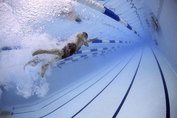 英語で水泳はswimming